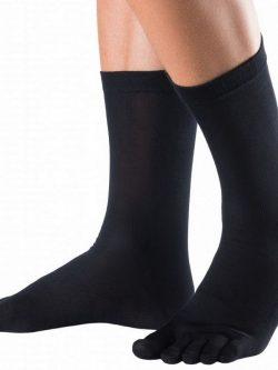 Klasične črne nogavice na prste