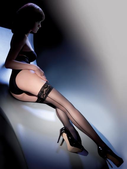 samostoječe nogavice s črto
