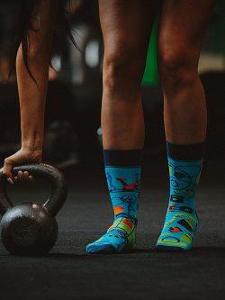 Pisane nogavice fitnes